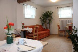 Privatzimmervermietung 4 Doppelzimmer 2 Einzelzimmer Eichenwaldsiedlung 23 8712 Proleb Tel: 0664/4619440 mail: zimmer@gästehaus-scheer.at web: www.gästehaus-scheer.at